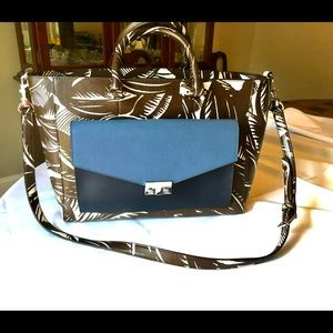 Authentic large tory burch bag $674